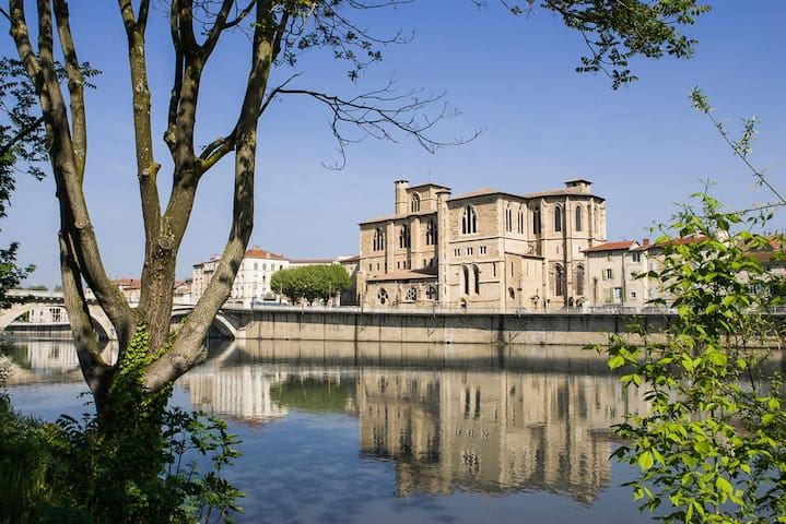 Bourg-de-Péage的民宿