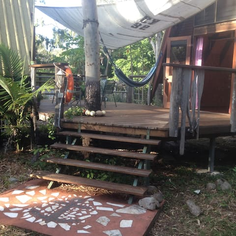Bush Hut: within a habitat reserve and marine prk.