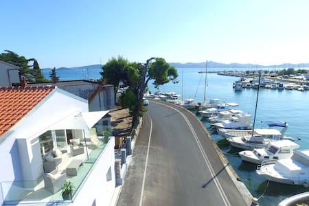 Cool studio seafront apartment