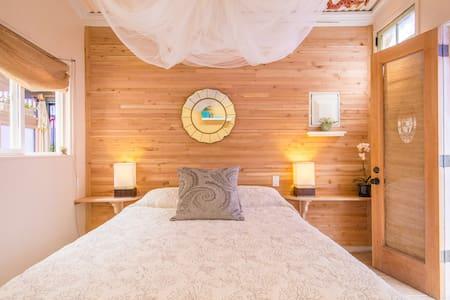 LOTUS GARDEN: The Botanica Apartment Downtown Hilo