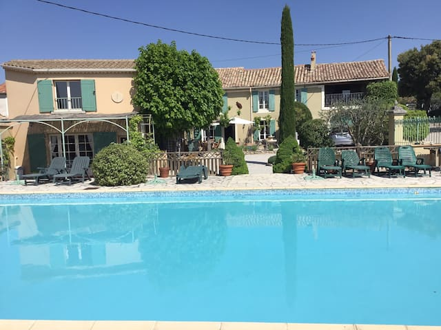 Cosy studio flat, secluded location, pool, garden.
