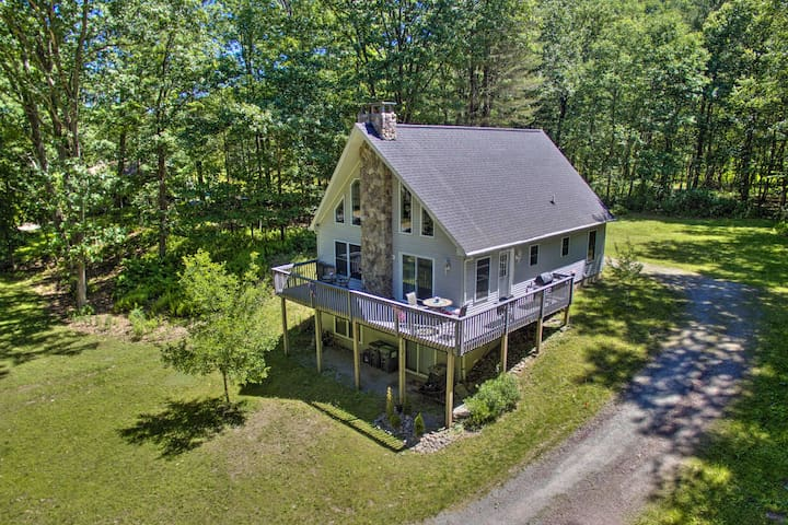 Spacious Home w/ Deck, Grill & Delaware River View