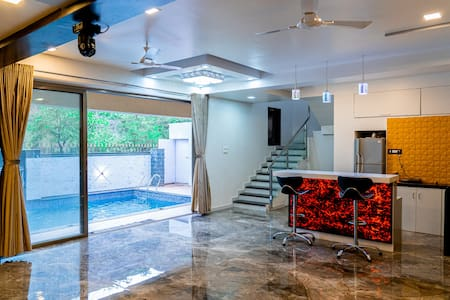 Titto's Villa 4BHK  Pool,Raindance,Jaccuzi & DJ..