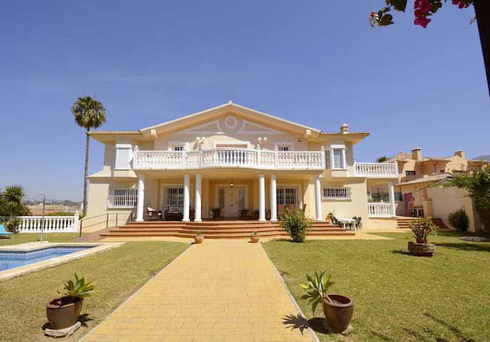Golden Villa. Guide of activities and places to enjoy your stay in Fuengirola