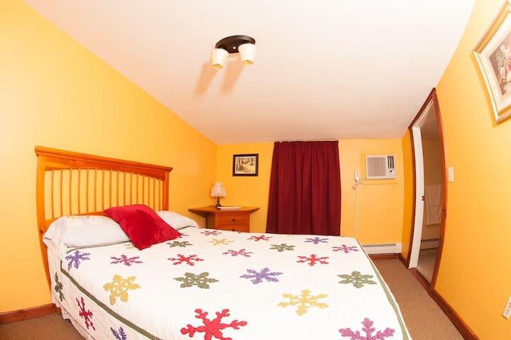 Clean, Comfortable Queen Room #3