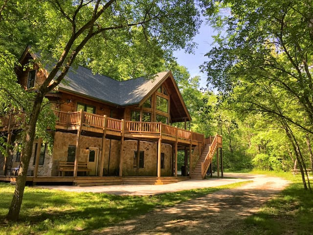 Cabin Vacation Home on 42 Acres 4 beds/ 3.5 Baths