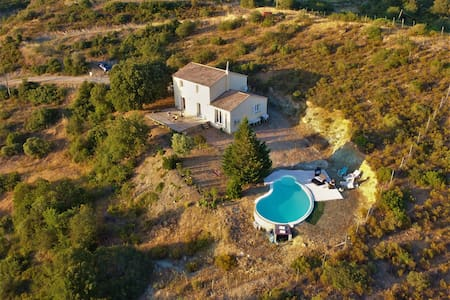 185m2 Villa with pool, 20min from the sea.