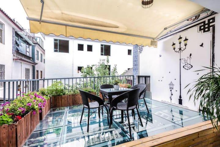 花园露台家庭房/两个紧靠一起的独立房间,一间2张床一间3张床共享花园玻璃露台