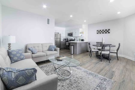 FABULOUS MODERN 1 BDR IN THE HEART OF HOLLYWOOD