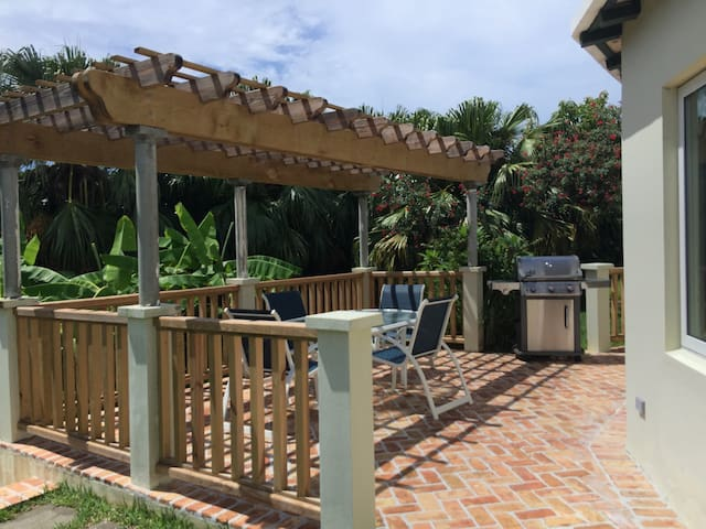 Bermuda - Garden Setting Apartment
