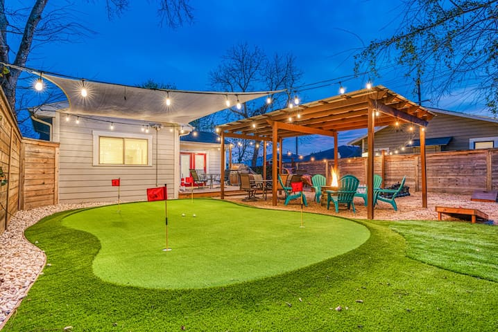 STAYCATION- Amazing Backyard with Putting Green!