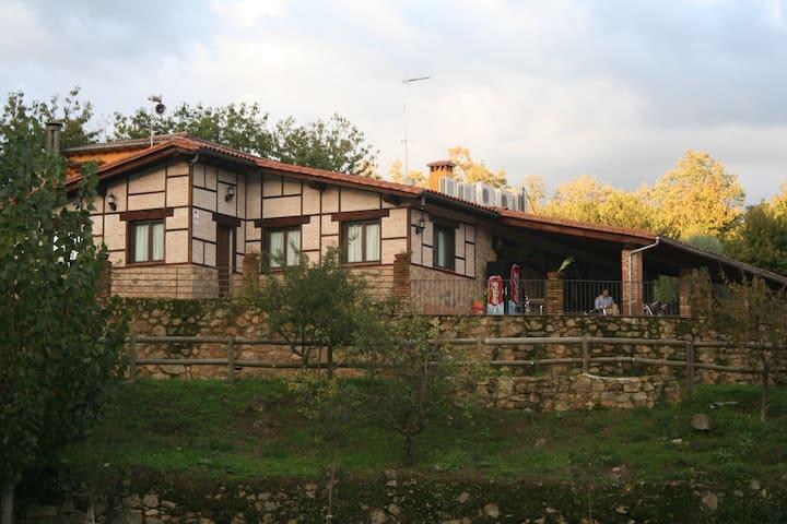 Cuacos de Yuste - Caceres的民宿
