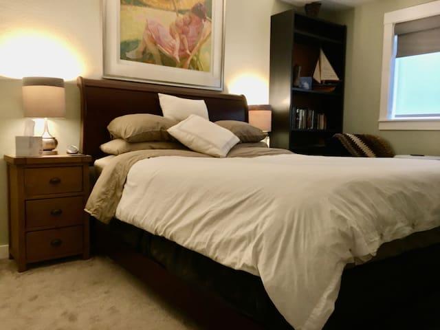 Luxury Relaxing Private Kirkland Bedroom