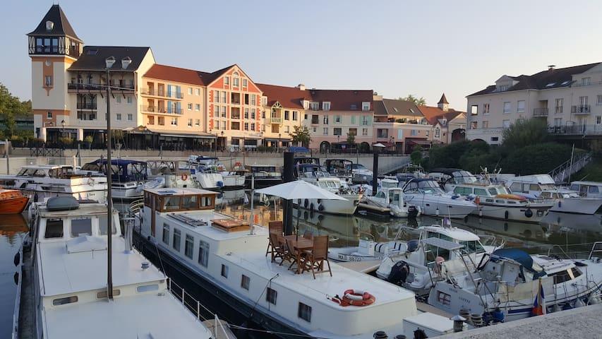 Appartement privé avec Jacuzzi vue sur l'eau