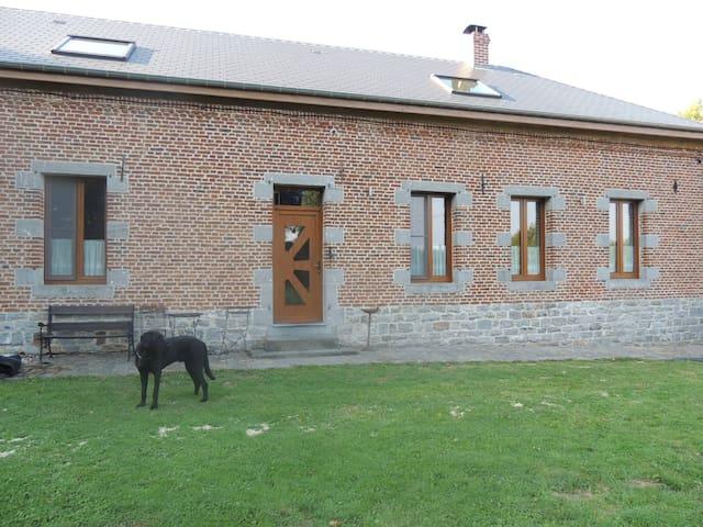 Solre-le-Château的民宿