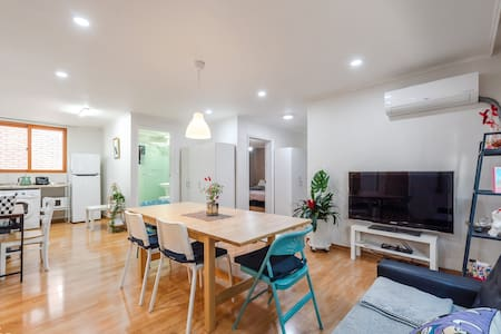 """""""Neo house3""""2min from shinsa station. 3Room+1.5BR"""