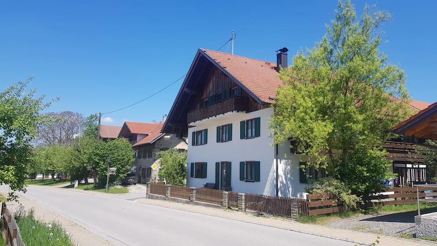 Obersöchering的民宿