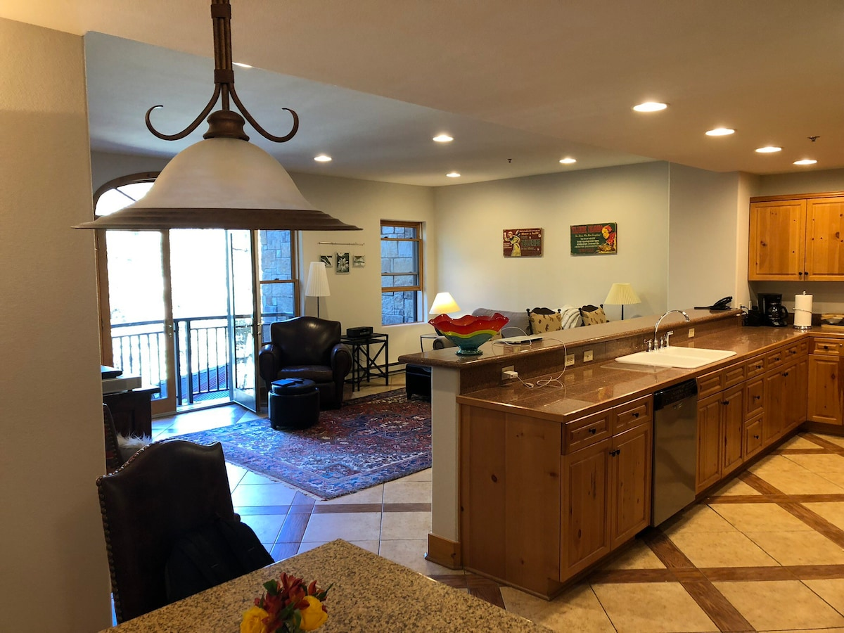 Bear Creek Lodge 1- Bedroom- Pool, Sauna, &Fitness