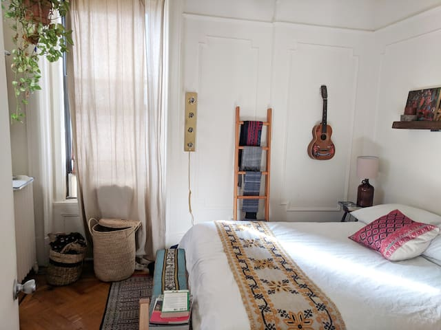 Eclectic 1BR apartment in the Heart of Park Slope