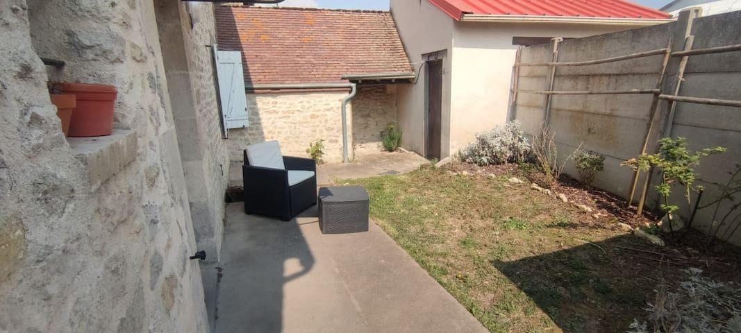 Yèvre-la-Ville的民宿
