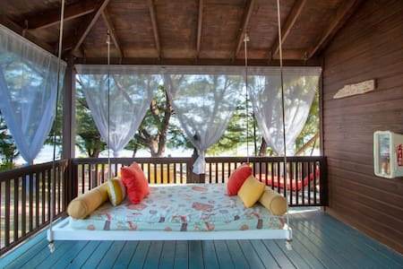 Ruby's Hibiscus - Grand Cayman beach cottage