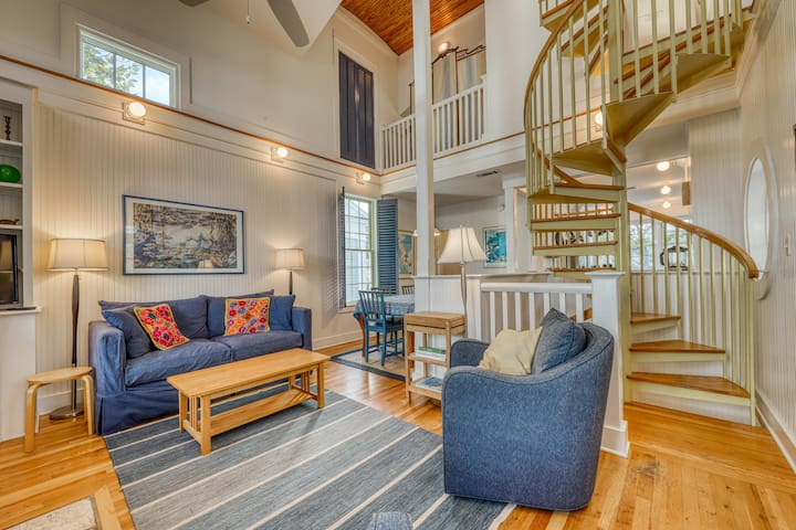 Beautiful home with large deck & beach access - close to everything!