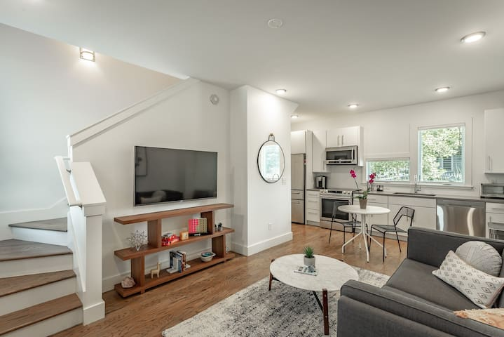 *NEW* Mod on Main - Walkable, Private Terrace