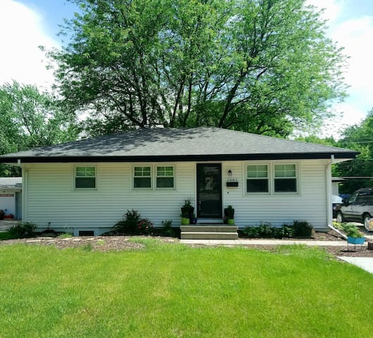 3 Bedroom Home- Minutes to Downtown/CWS