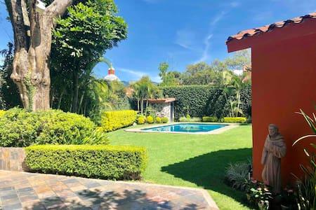 Casa privada, una sola planta con piscina y jardín