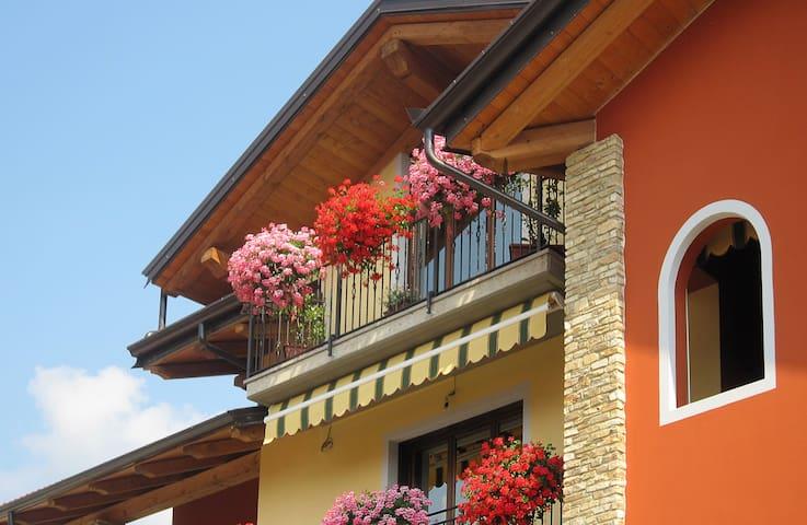 Roccabruna的民宿