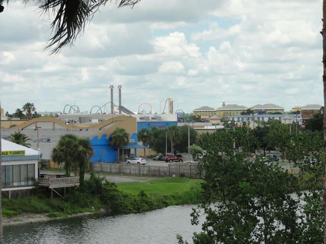 Luxury Apt on I-Drive & view of Universal Orlando