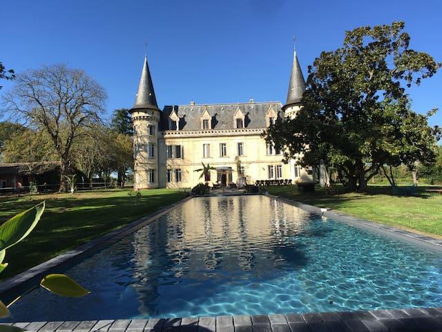 Saint-Sulpice-et-Cameyrac的民宿