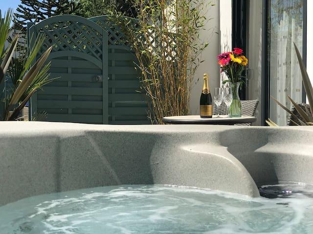 1 Bed Lodge - Hot Tub -  Norfolk Broads & Norwich