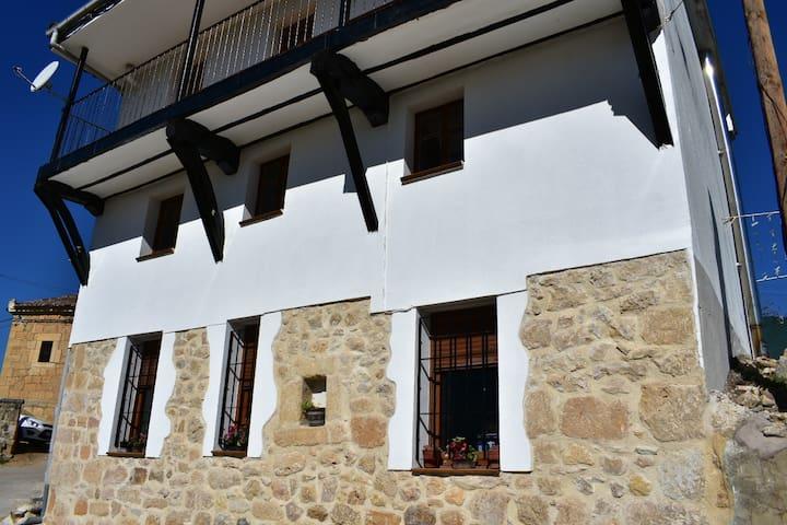 Población de Valdivielso的民宿