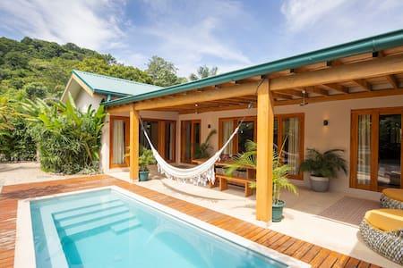 Sunset Villa 3 Bedroom Santa Teresa Wifi AC Pool