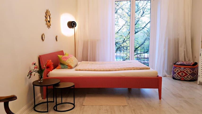 Zimmer mit Balkon, Zentral UKE ,Uni nähe