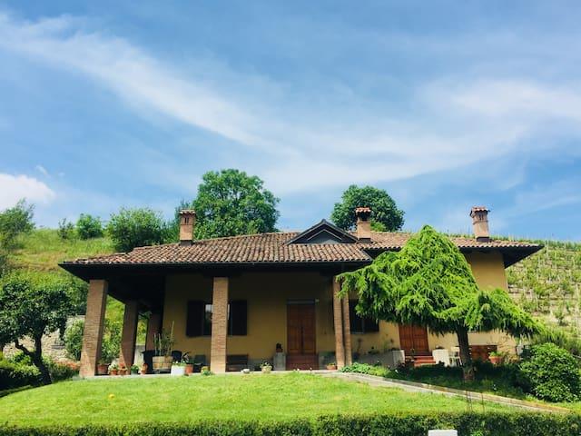 Santo Stefano Belbo的民宿