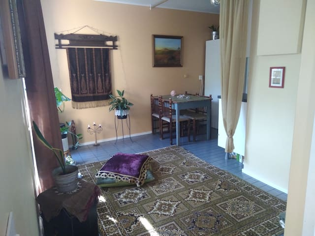 Hippie row house, 30min to HKI and airport