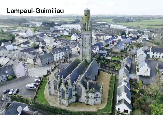 Lampaul-Guimiliau的民宿