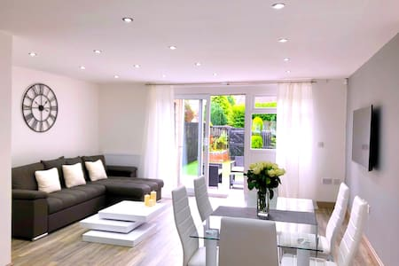 Birmingham Stylish 3 Bedroom House - Free parking