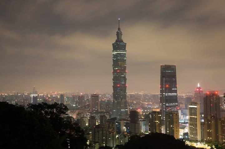 Charming Room Retreat in Taipei 101