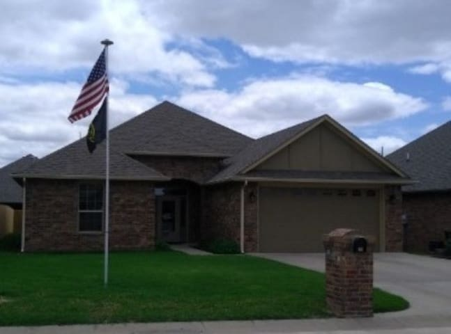 Comfy home close to Vance AFB and Enid hospitals