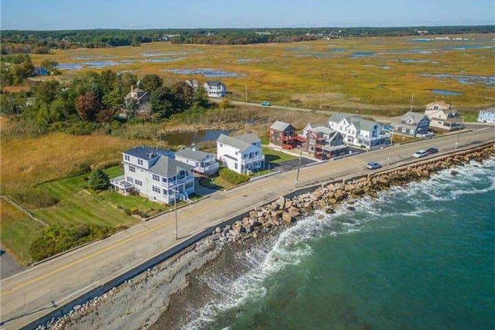 Ocean Marsh Views on Oceanfront w/ Full Kitchen