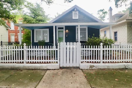 Top rated Bungalow/PETS OK/VALUE/DOWNTOWN AREA