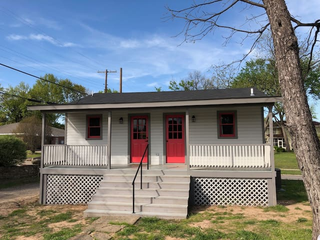 Newly Remodeled Downtown Carriage House