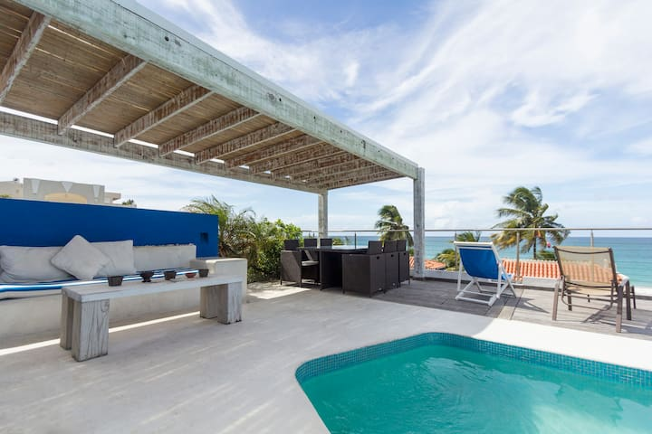 SPECTACULAR! Roof Pool, 10 steps to Beach, GROUPS