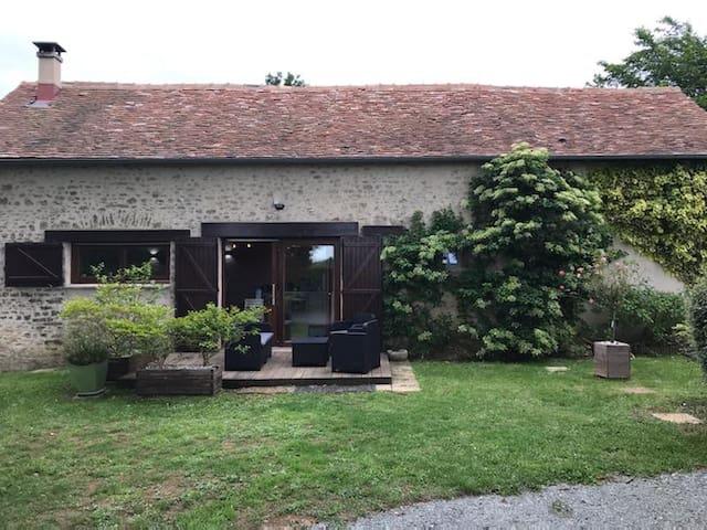 Ruillé-en-Champagne的民宿