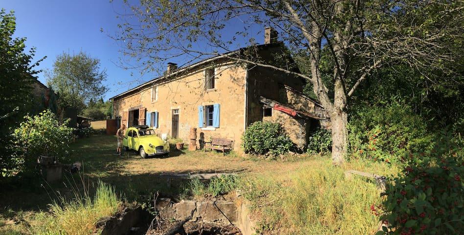 Saint-Junien-la-Brégère的民宿