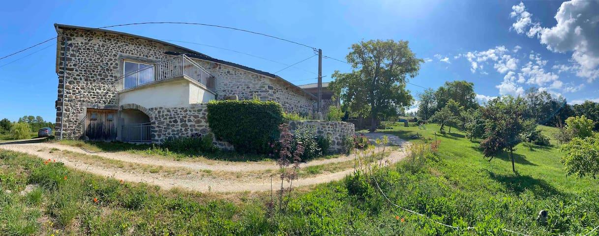 Saint-Julien-du-Pinet的民宿