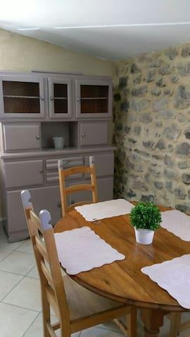 Saint-Pons的民宿